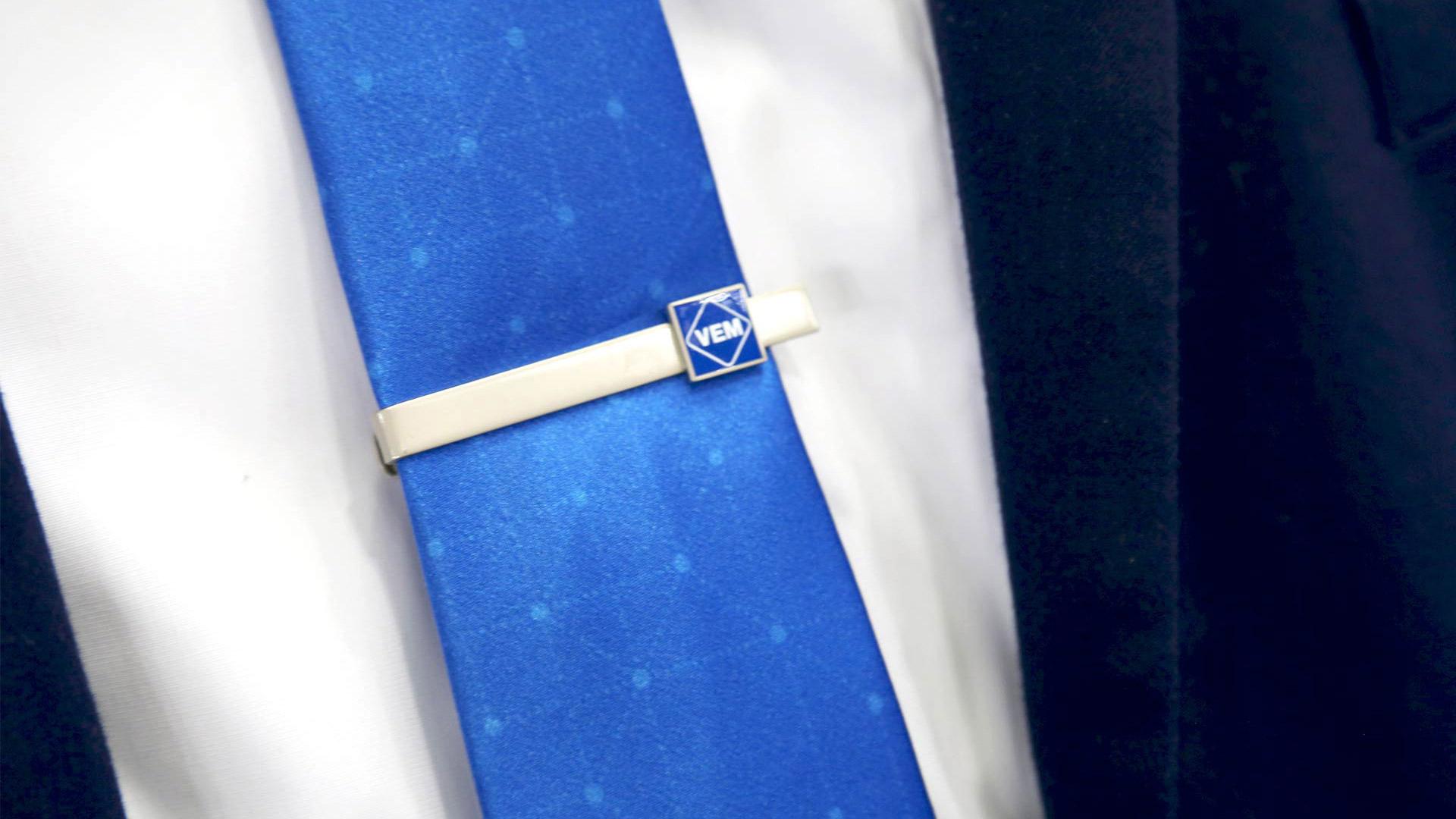 Messe-Kleidung Krawattennadel